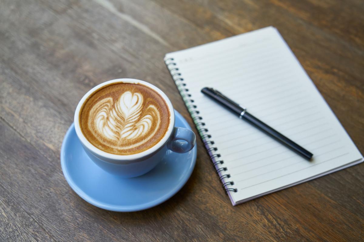 ラテアートとノートとペン