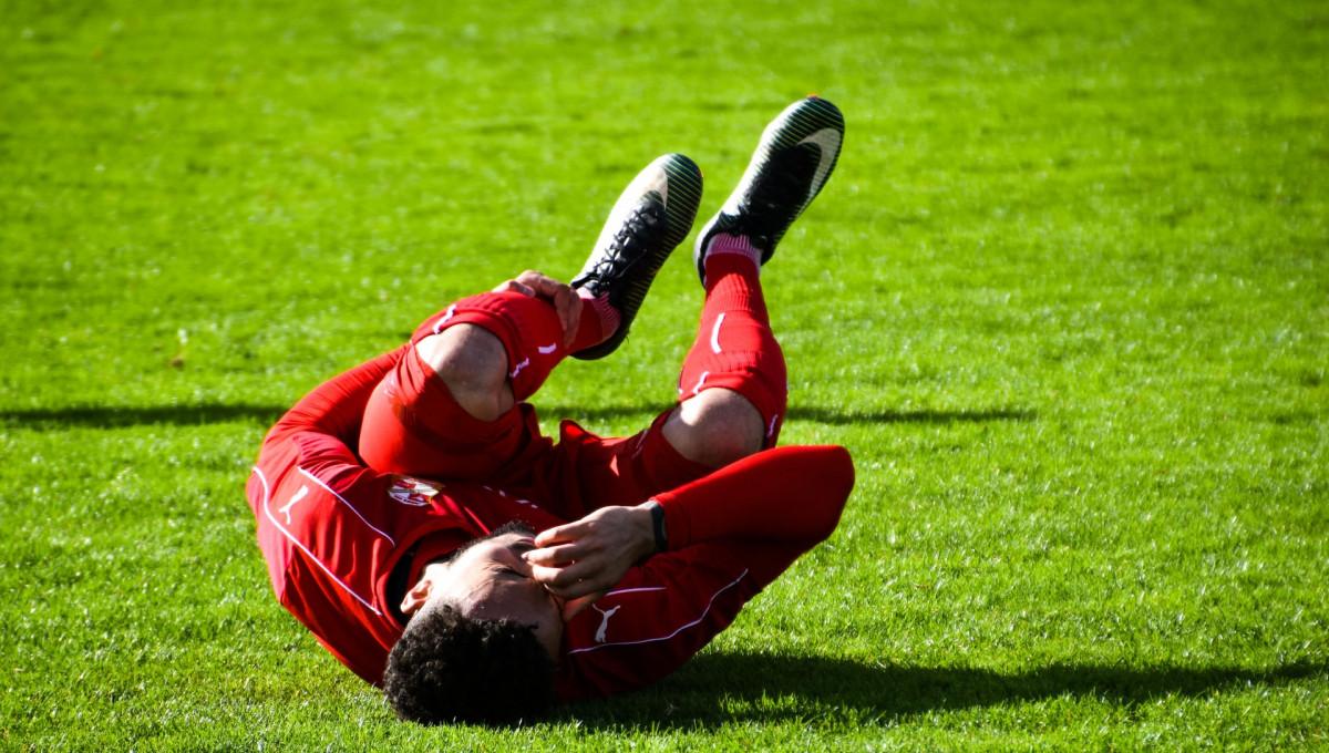 ケガをしたサッカー選手