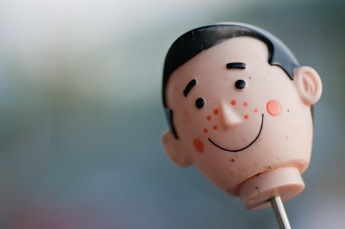 ニキビ顔の人形